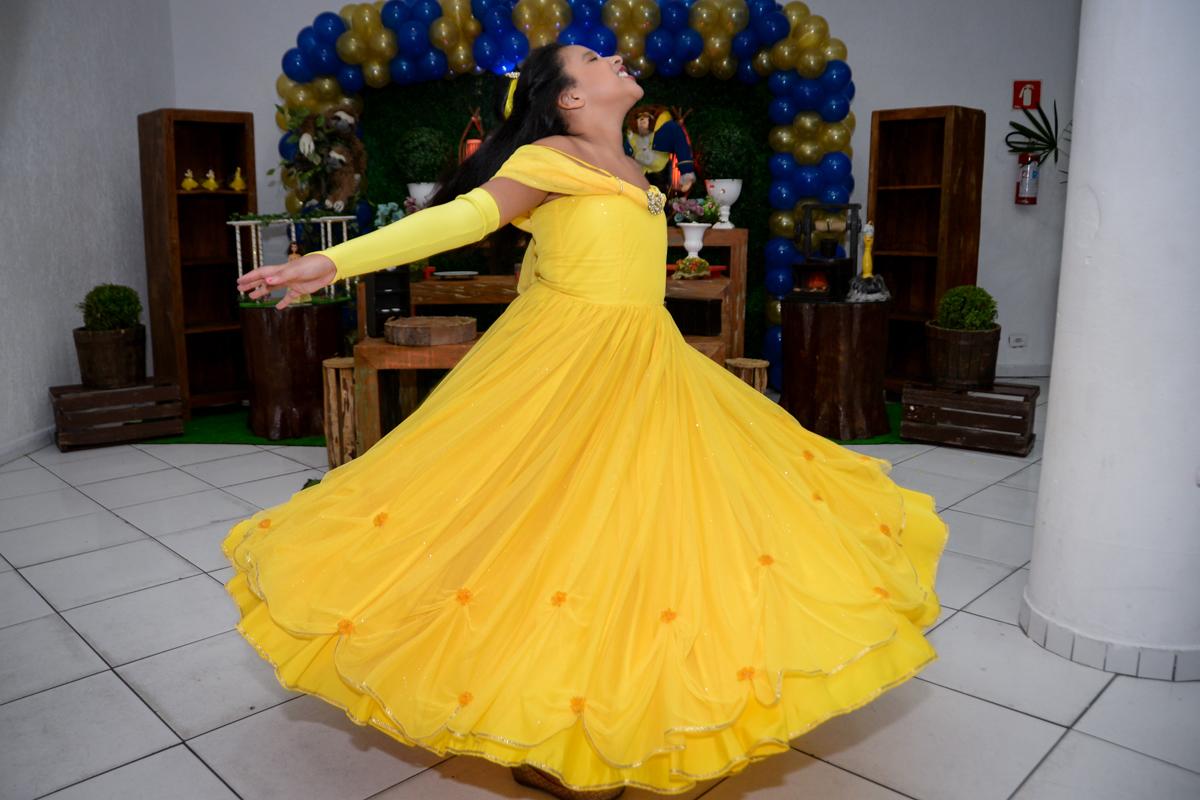 Nossa princesa bela continua a dançar no Buffet Fábrica da Alegria, Morumbi,SP, festa infantil aniversário de Beatriz 9 anos, tema da festa A Bela e a Fera