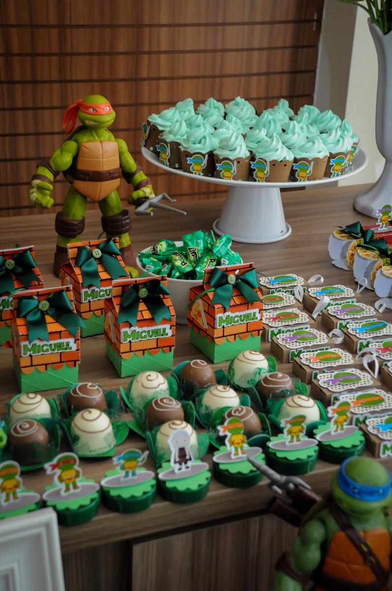 docinhos decorados no Condomínio Vila Leopoldina, festa infantil, tema Tartaruga Ninja, Miguel 5 anos