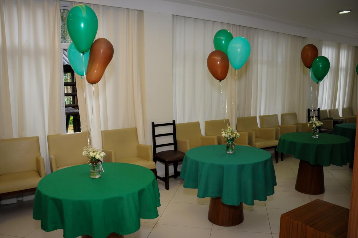 mesas decoradas com bexigas no Condomínio Vila Leopoldina, festa infantil, tema Tartaruga Ninja, Miguel 5 anos
