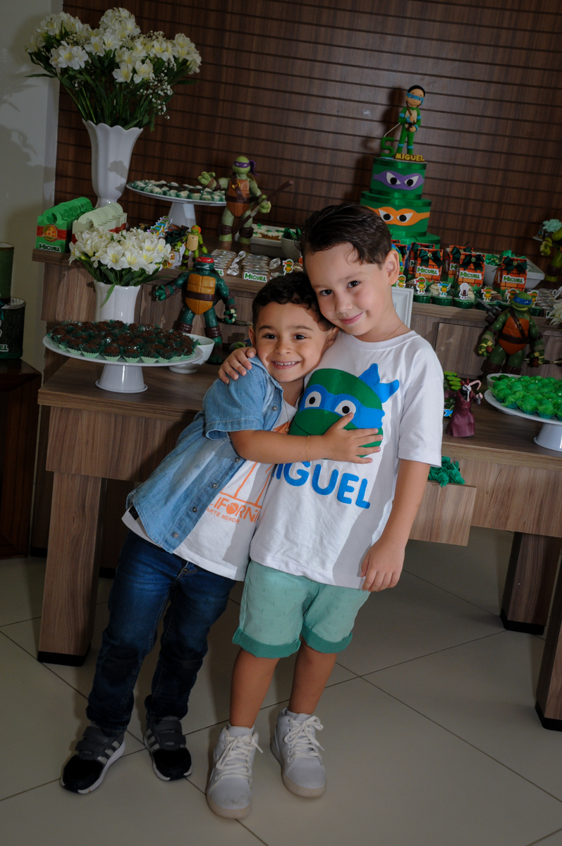 abraço gostoso no Condomínio Vila Leopoldina, festa infantil, tema Tartaruga Ninja, Miguel 5 anos