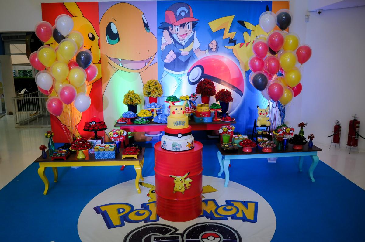 mesa decorada no Buffet Fantastic World, Morumbi São Paulo, Festa Infantil, aniversário de Jean Gabriel 8 anos, tema da festa Poke Mon