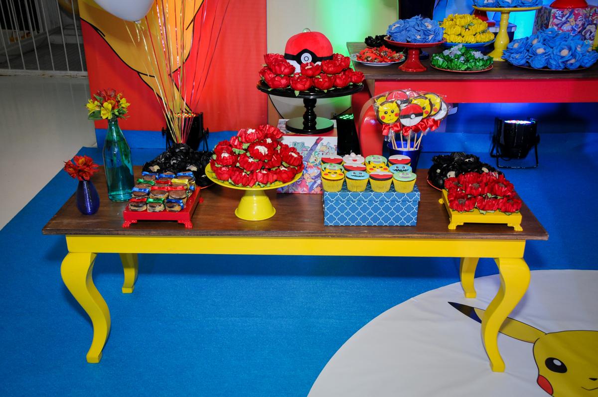 doces decorados pokemon no Buffet Fantastic World, Morumbi São Paulo, Festa Infantil, aniversário de Jean Gabriel 8 anos, tema da festa Poke Mon