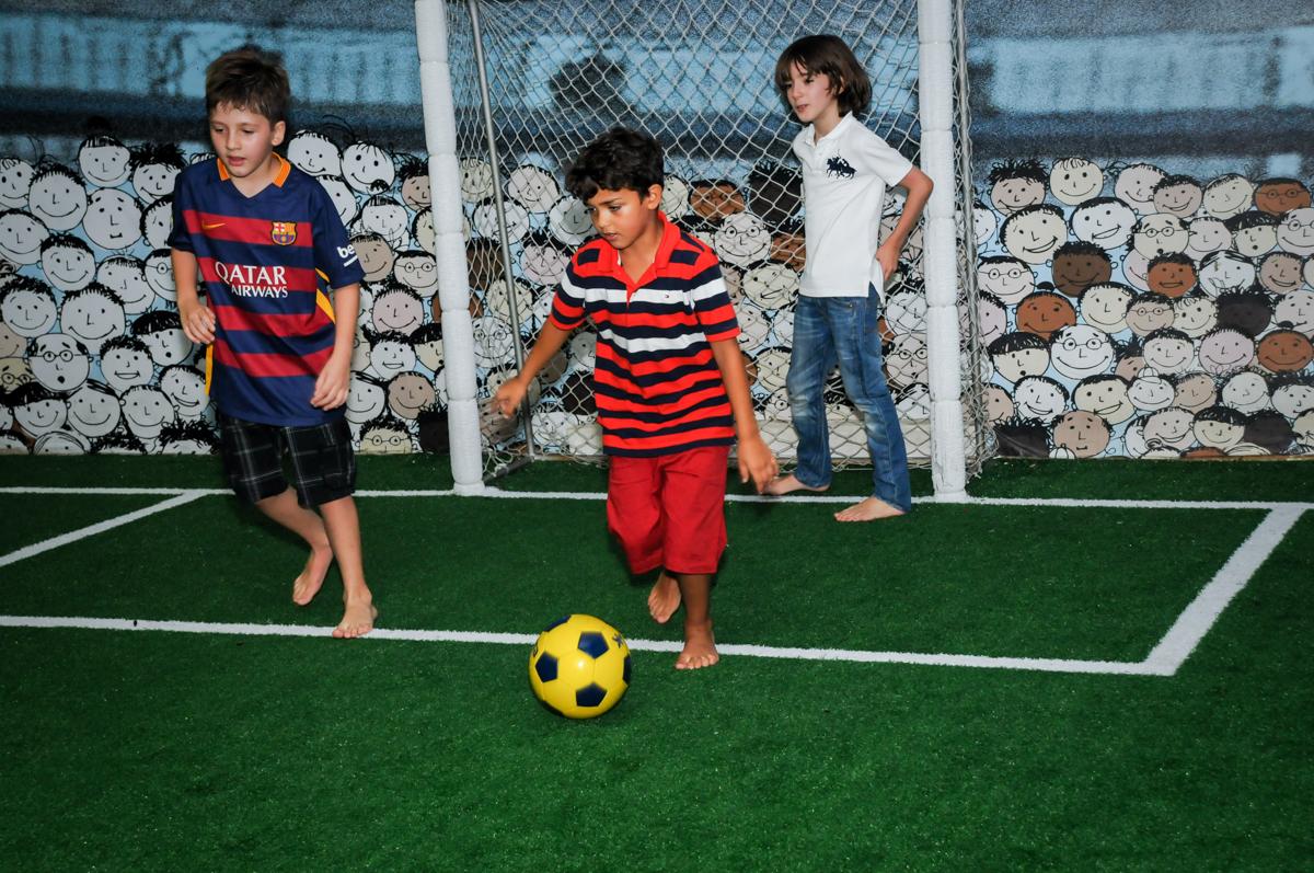 jogo de futebol animado no Buffet Fantastic World, Morumbi São Paulo, Festa Infantil, aniversário de Jean Gabriel 8 anos, tema da festa Poke Mon