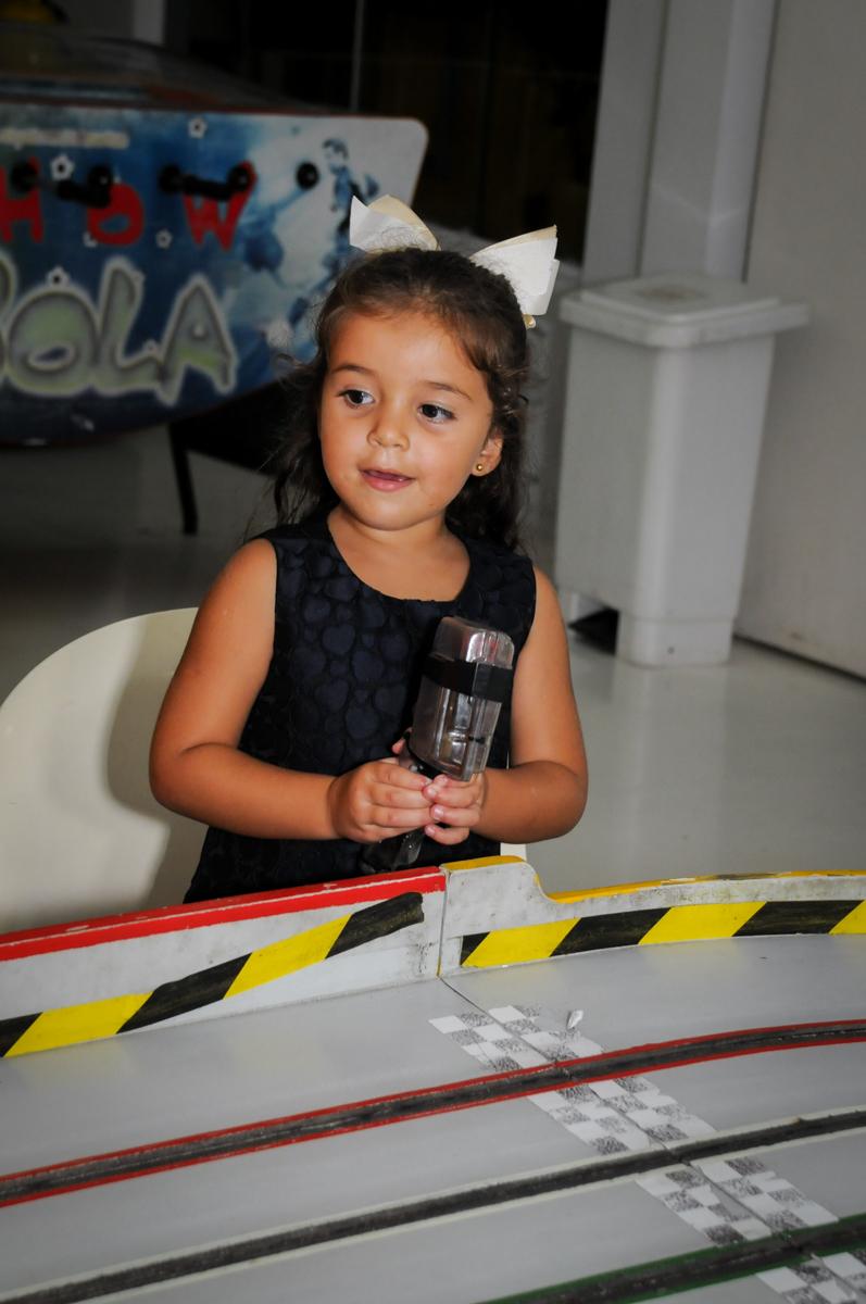 o carrinho de corridas muito legal no Buffet Fantastic World, Morumbi São Paulo, Festa Infantil, aniversário de Jean Gabriel 8 anos, tema da festa Poke Mon