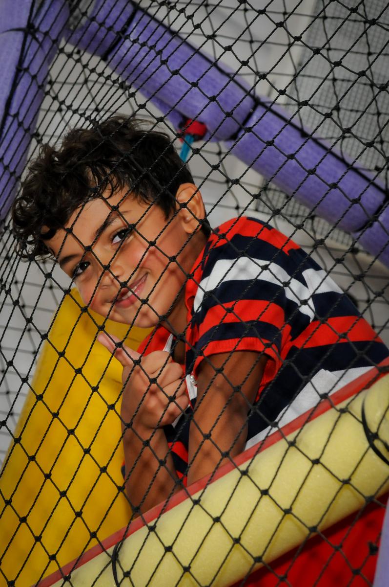 brincando no pula pula no Buffet Fantastic World, Morumbi São Paulo, Festa Infantil, aniversário de Jean Gabriel 8 anos, tema da festa Poke Mon