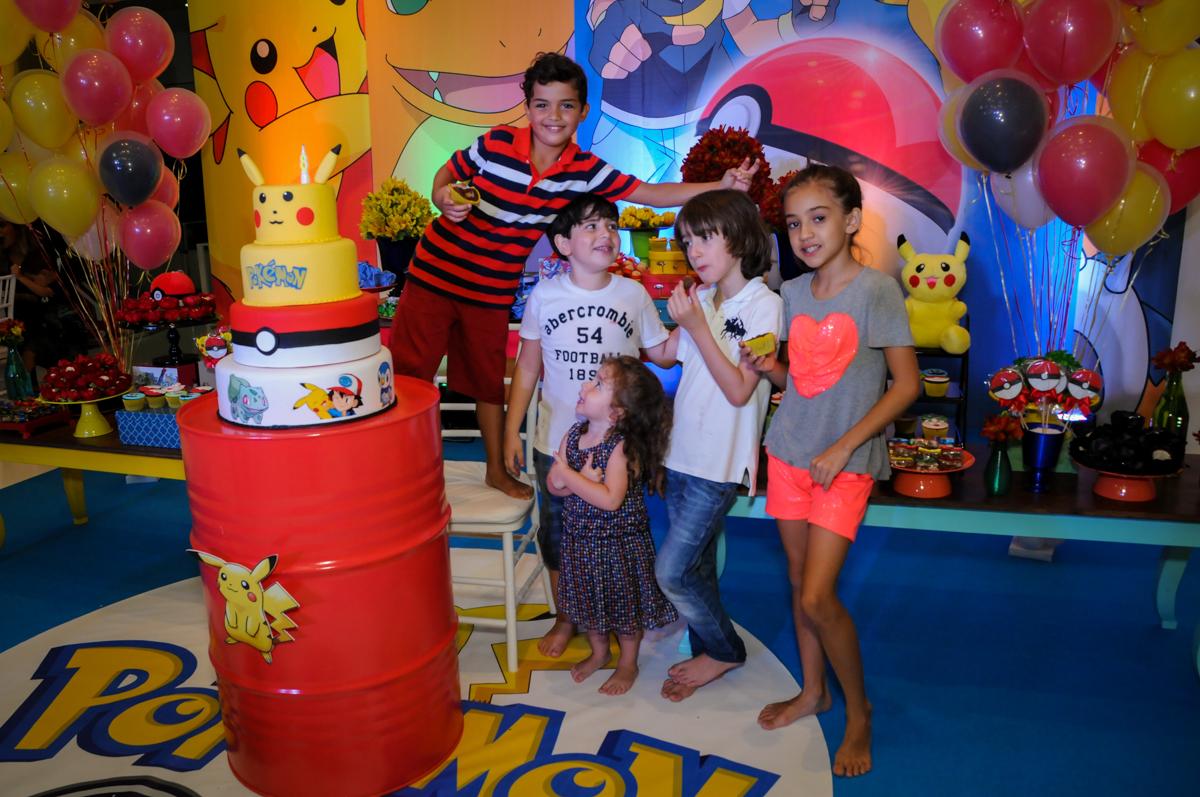 fotografia dos amigos no Buffet Fantastic World, Morumbi São Paulo, Festa Infantil, aniversário de Jean Gabriel 8 anos, tema da festa Poke Mon