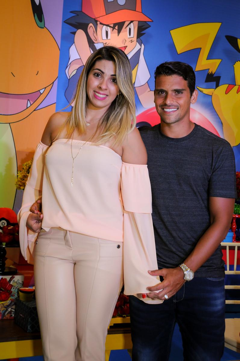 fotografia dos pais do aniversariante no Buffet Fantastic World, Morumbi São Paulo, Festa Infantil, aniversário de Jean Gabriel 8 anos, tema da festa Poke Mon
