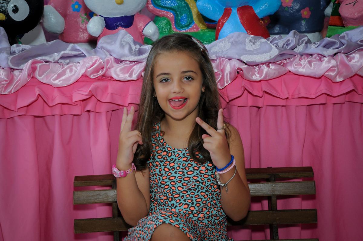 muito charme ao ser fotografada no Buffet Infantil Planeta 2, Butantã, SP, festa infantil, tema Hello Kitty, Maria Eduarda 6 anos