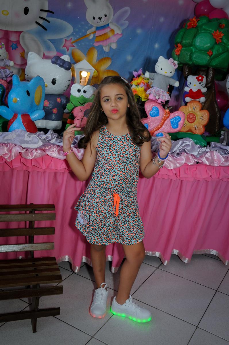 aniversariante posa para as fotos no Buffet Infantil Planeta 2, Butantã, SP, festa infantil, tema Hello Kitty, Maria Eduarda 6 anos