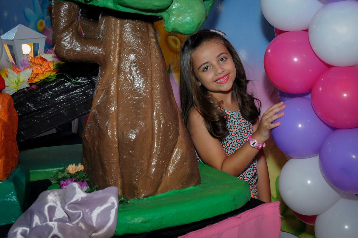A aniversariante gosta muito de ser fotografada no Buffet Infantil Planeta 2, Butantã, SP, festa infantil, tema Hello Kitty, Maria Eduarda 6 anos