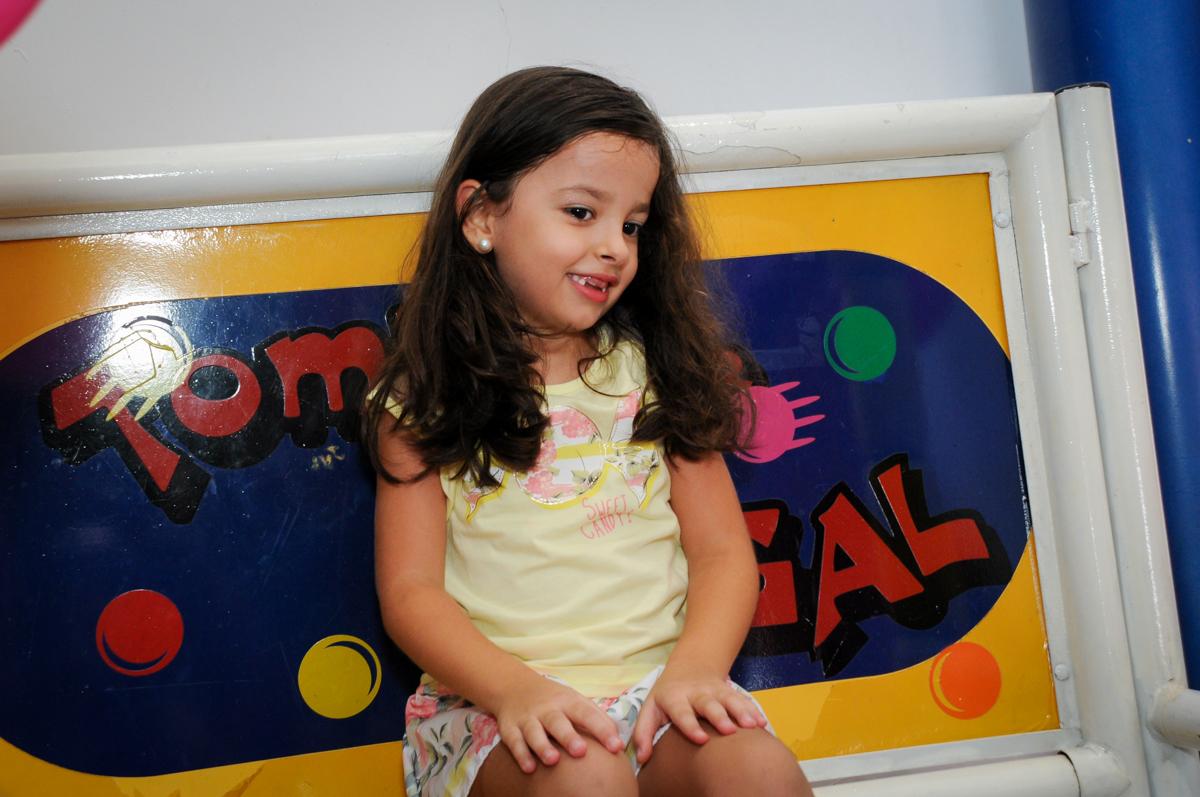 O tombo legal também é muito bom de brincar no Buffet Infantil Planeta 2, Butantã, SP, festa infantil, tema Hello Kitty, Maria Eduarda 6 anos