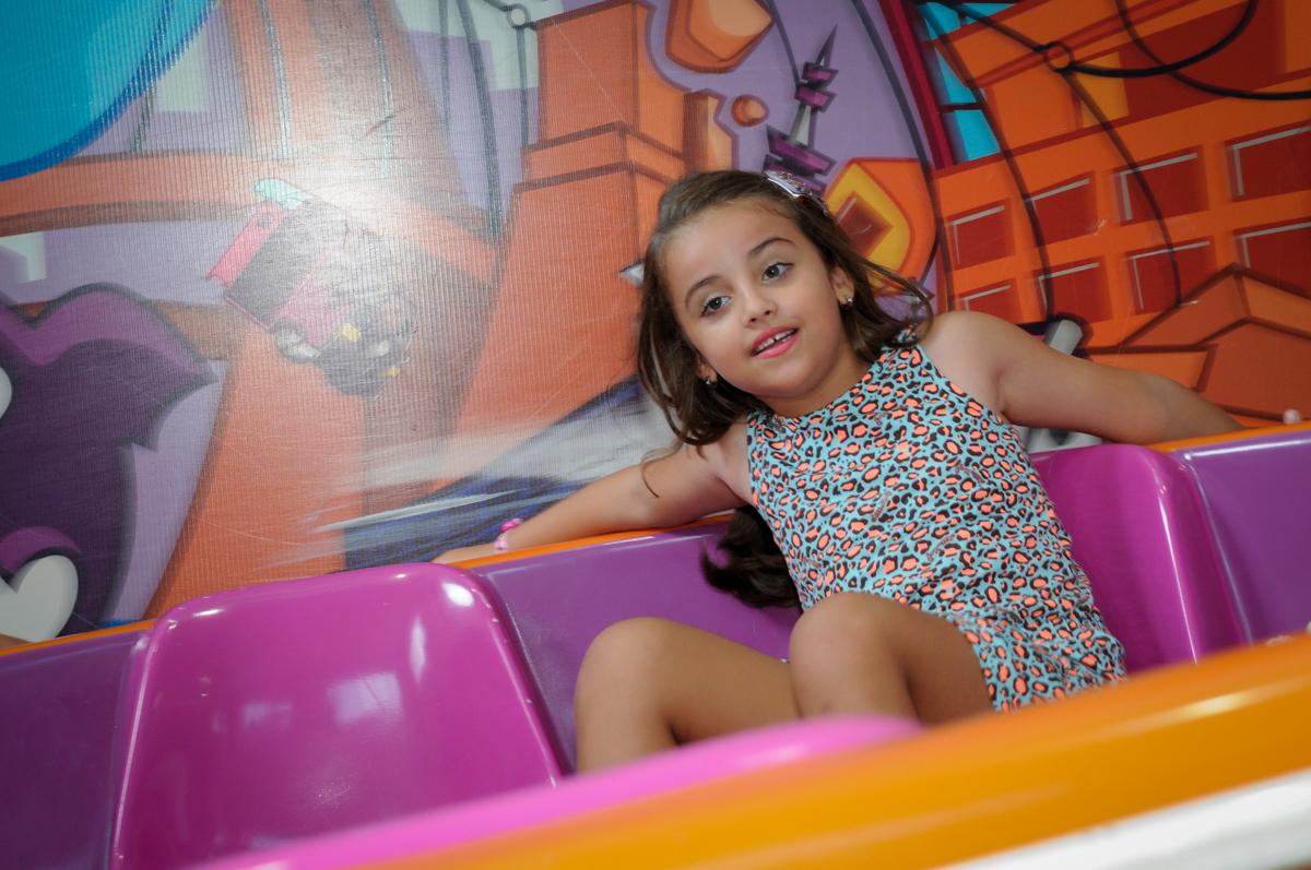 Todos agora brincam no labamba no Buffet Infantil Planeta 2, Butantã, SP, festa infantil, tema Hello Kitty, Maria Eduarda 6 anos