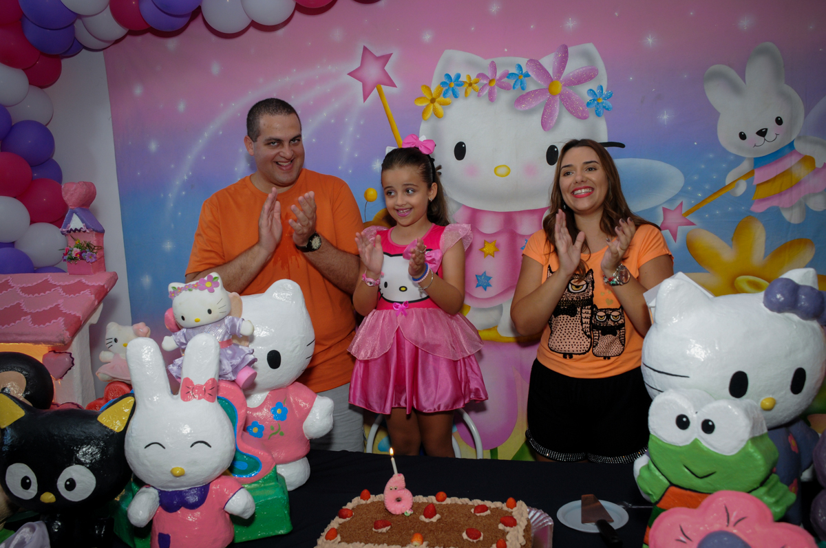 Hora de cantar o parabéns no Buffet Infantil Planeta 2, Butantã, SP, festa infantil, tema Hello Kitty, Maria Eduarda 6 anos