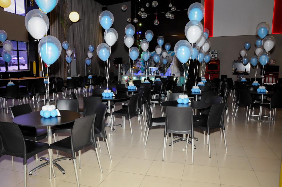 mesas decorada com bexigas no Buffet Planeta Prime, Alphaville, SP, festa intantil, tema frozen, Gabriela 3 aninhos