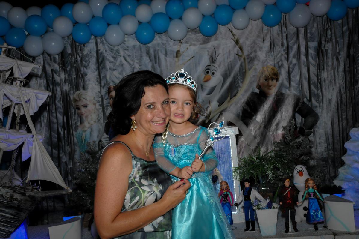 fotografia de mãe e filha no Buffet Planeta Prime, Alphaville, SP, festa intantil, tema frozen, Gabriela 3 aninhos