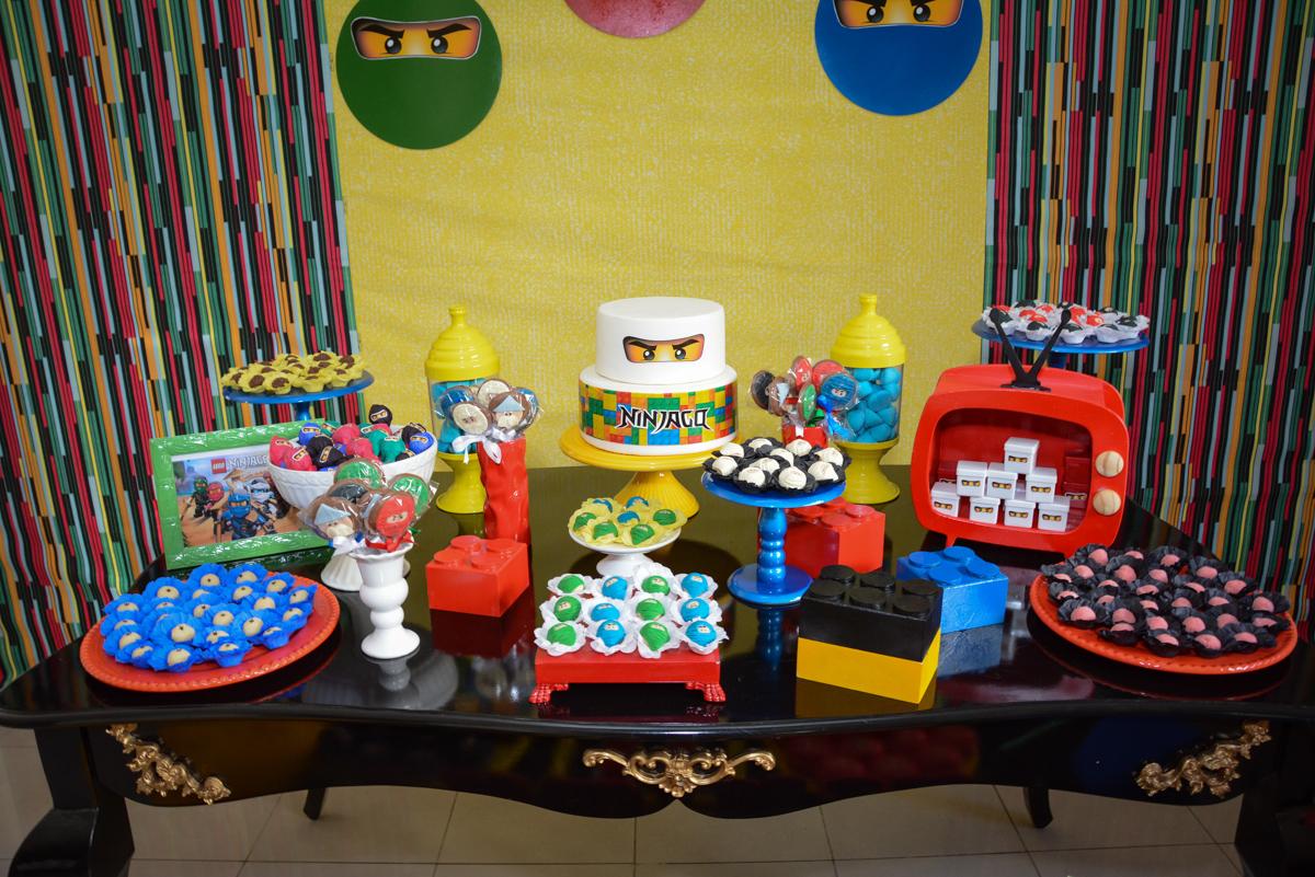 mesa temática da Festa infantil,fotografia infantil,aniversário de Matheus 4 anos, tema da festa ninjago, condomínio, Morumbi, SP