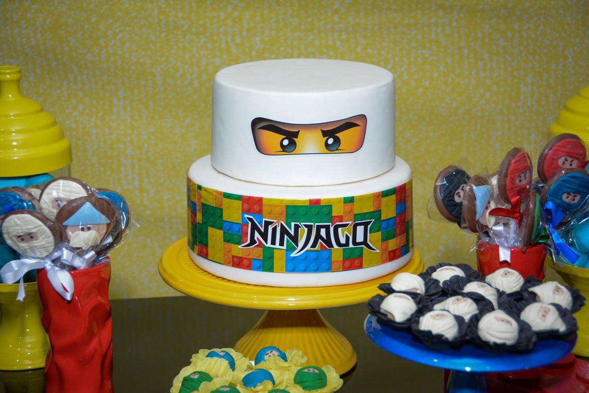 bolo decorado da Festa infantil,fotografia infantil,aniversário de Matheus 4 anos, tema da festa ninjago, condomínio, Morumbi, SP