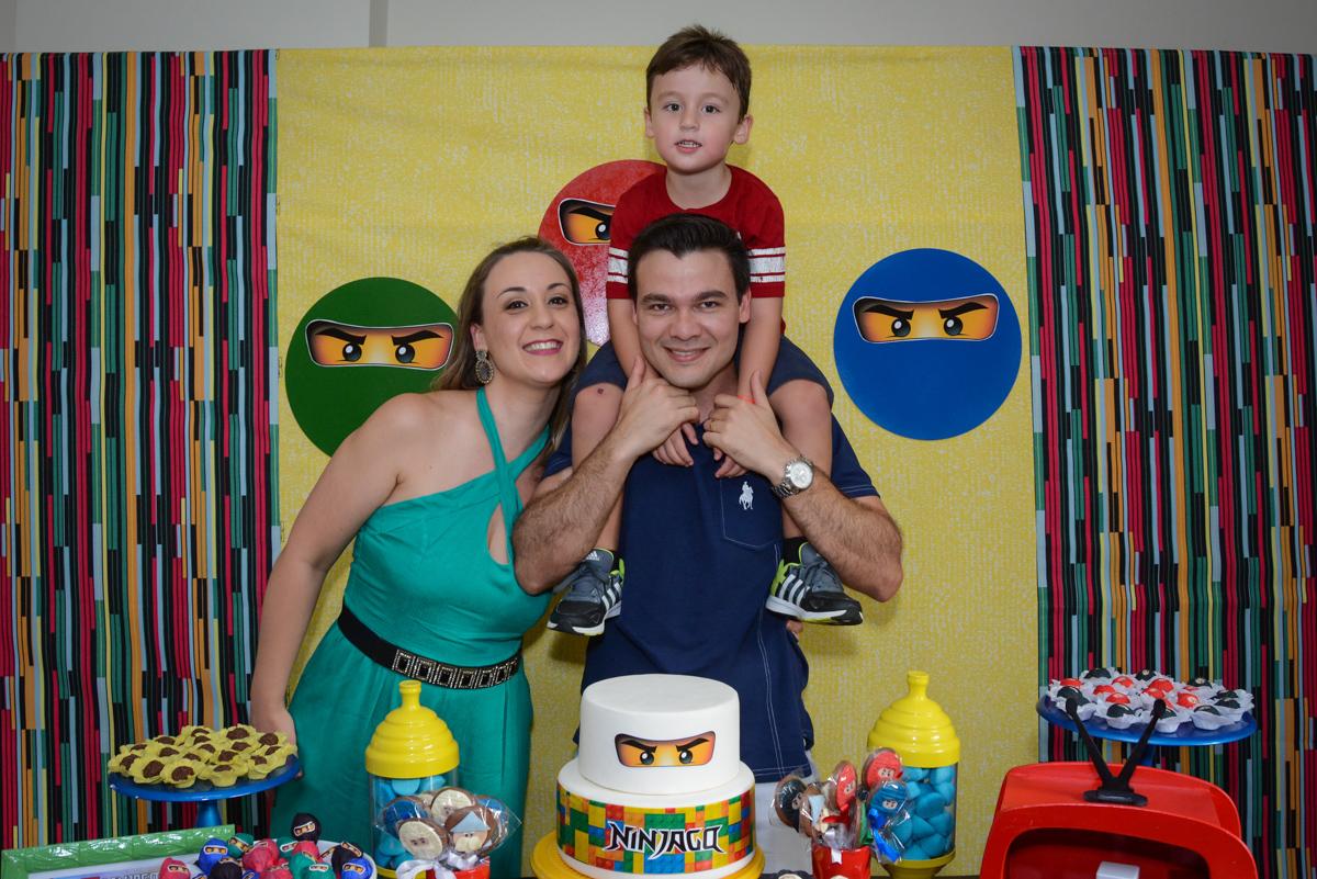 fotografia da família no Festa infantil,fotografia infantil,aniversário de Matheus 4 anos, tema da festa ninjago, condomínio, Morumbi, SP