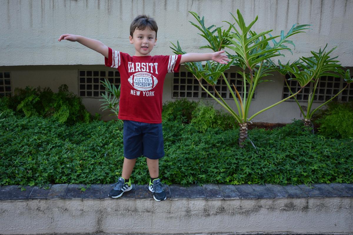 posando para foto no play ground no Festa infantil,fotografia infantil,aniversário de Matheus 4 anos, tema da festa ninjago, condomínio, Morumbi, SP