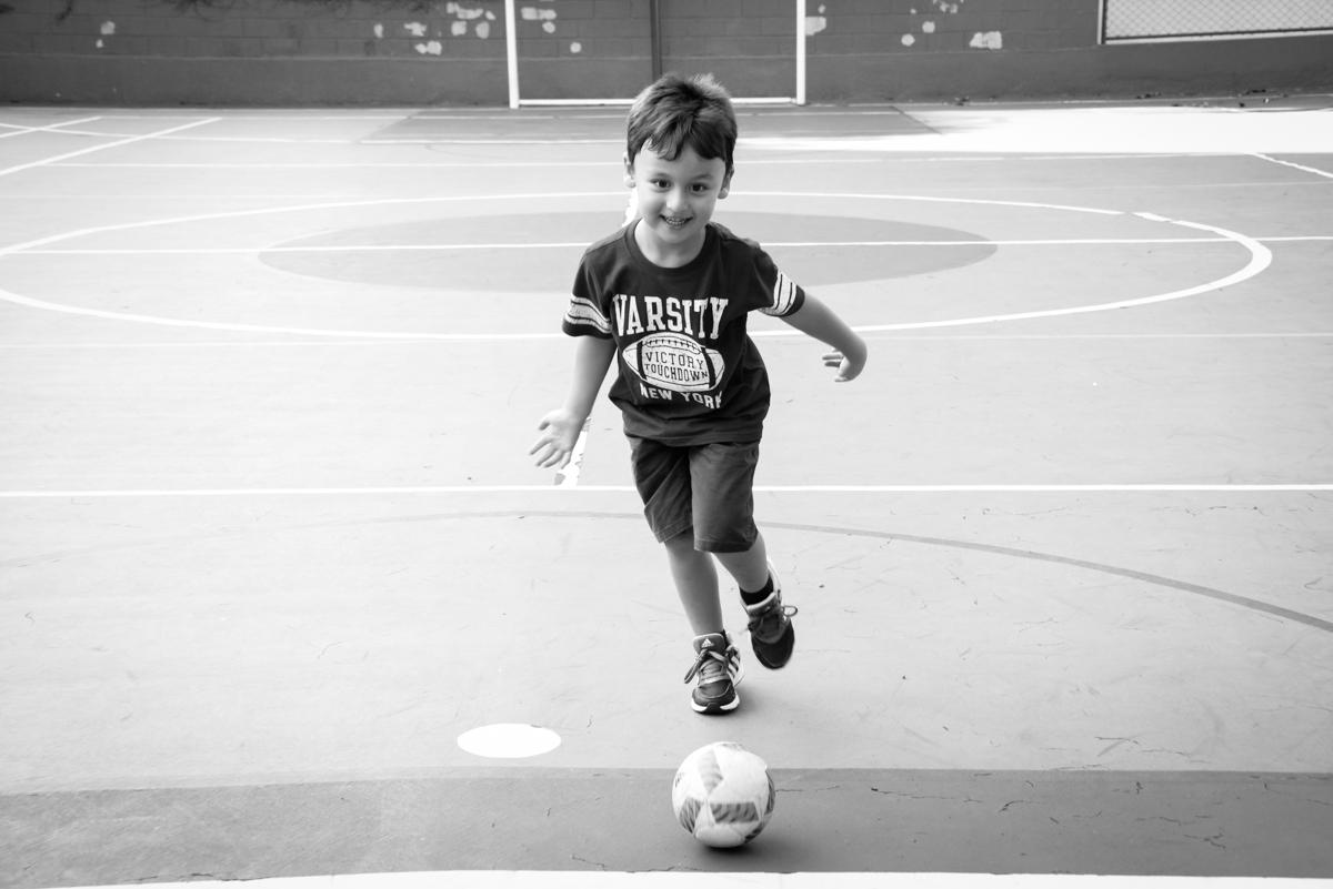 jogo de futebol animado no Festa infantil,fotografia infantil,aniversário de Matheus 4 anos, tema da festa ninjago, condomínio, Morumbi, SP