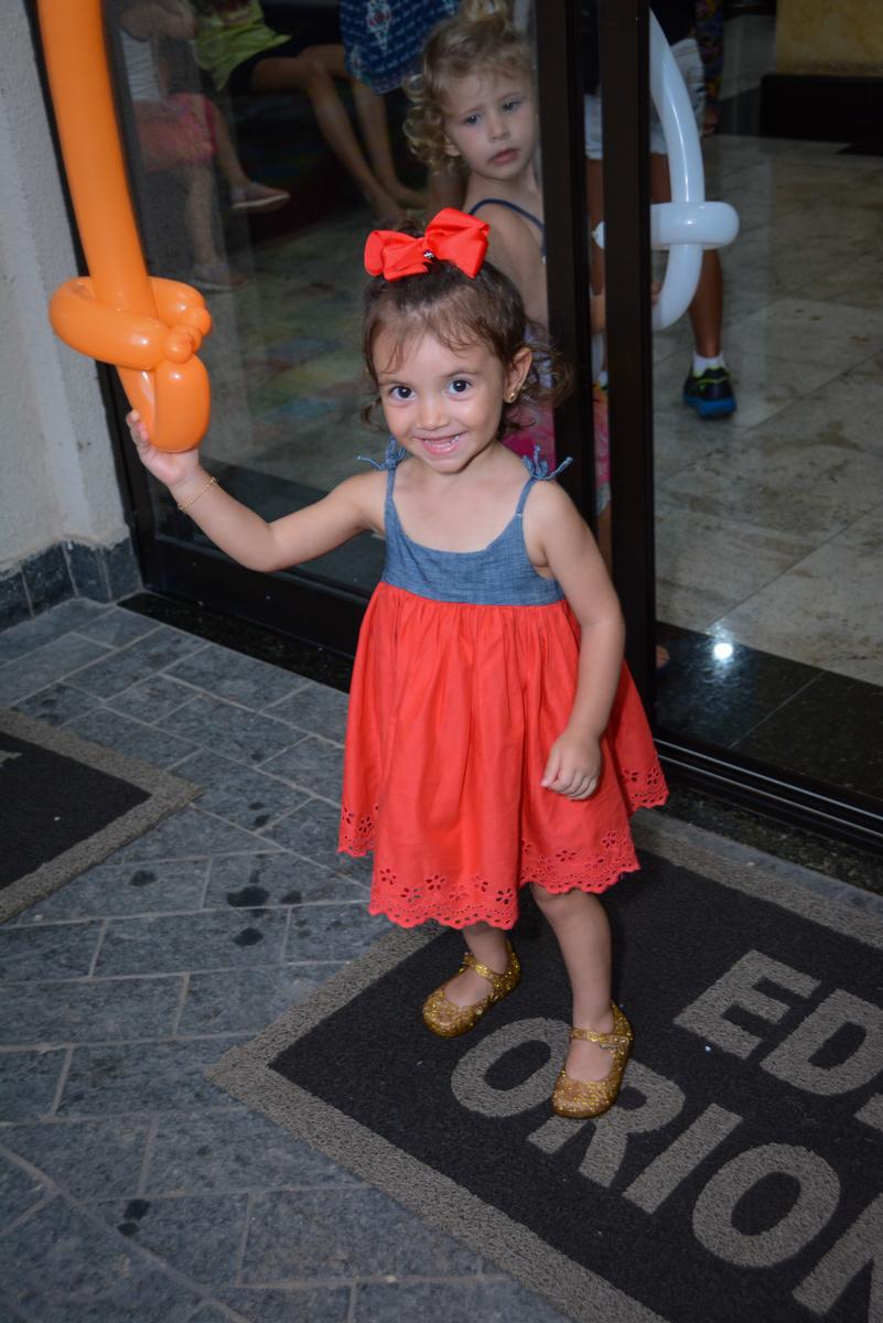 chegando mais uma convidada na Festa infantil,fotografia infantil,aniversário de Matheus 4 anos, tema da festa ninjago, condomínio, Morumbi, SP