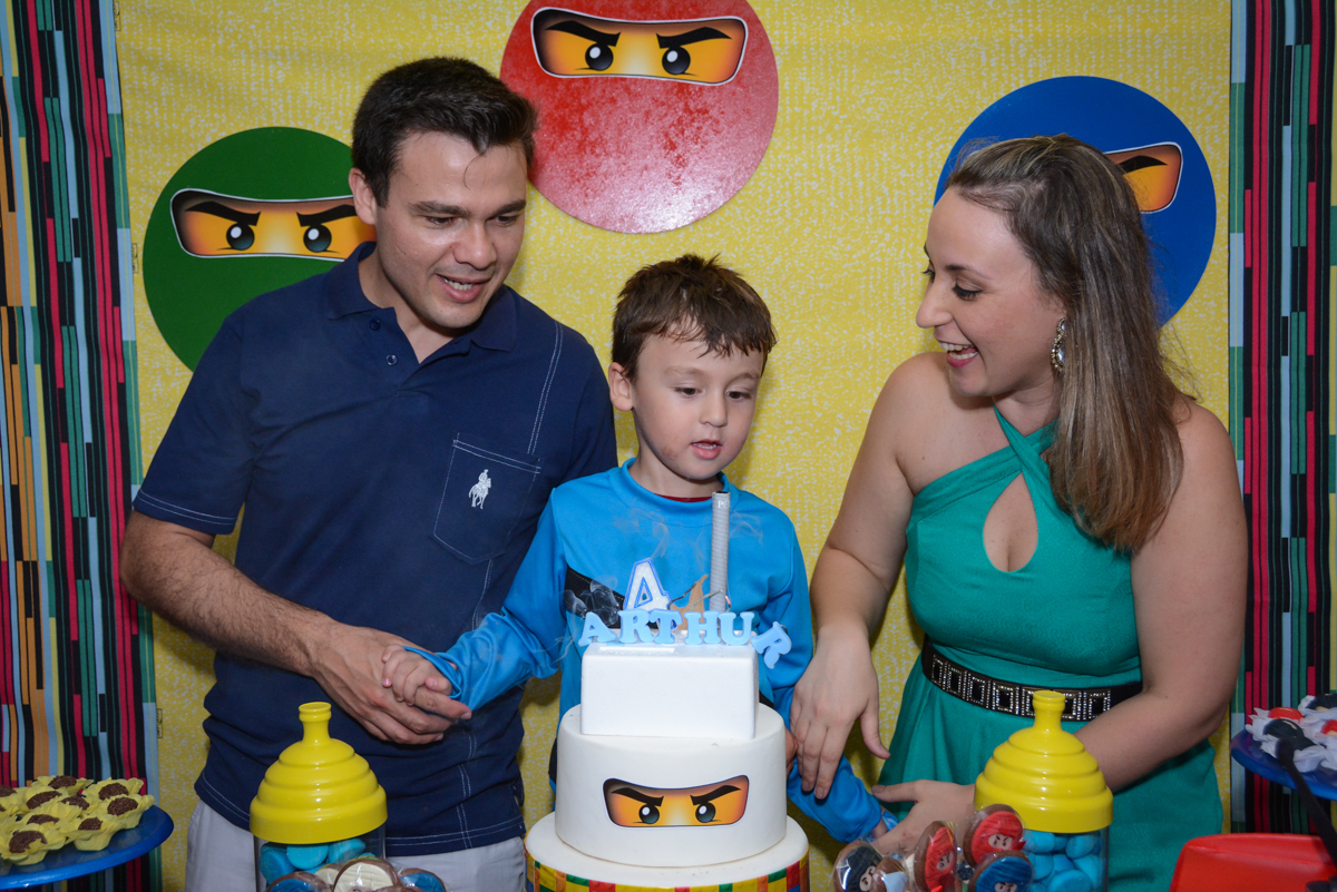 final de festa na Festa infantil,fotografia infantil,aniversário de Matheus 4 anos, tema da festa ninjago, condomínio, Morumbi, SP