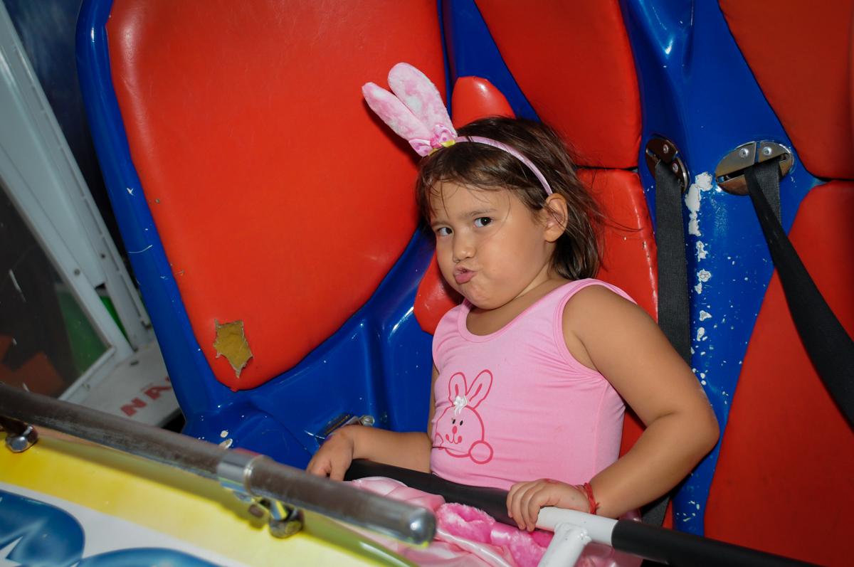 final de festa no Buffet Fábrica da Alegria,festa infantil, aniversário infantil, fotografia infantil,aniversariante Karina 6 anos tema da festa Pet