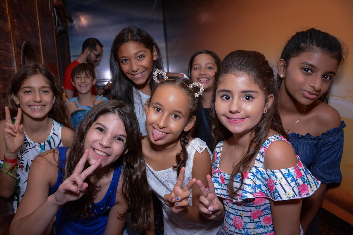 Fotografia de caretas no Escape Home, Alphaville, São Paulo, Luana 10 anos