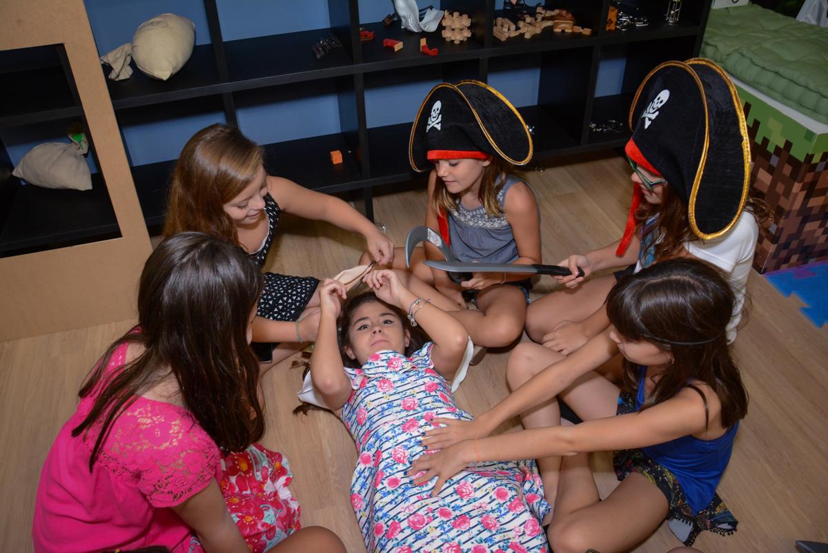 brincadeiras e gincanas no Escape Home, Alphaville, São Paulo, Luana 10 anos
