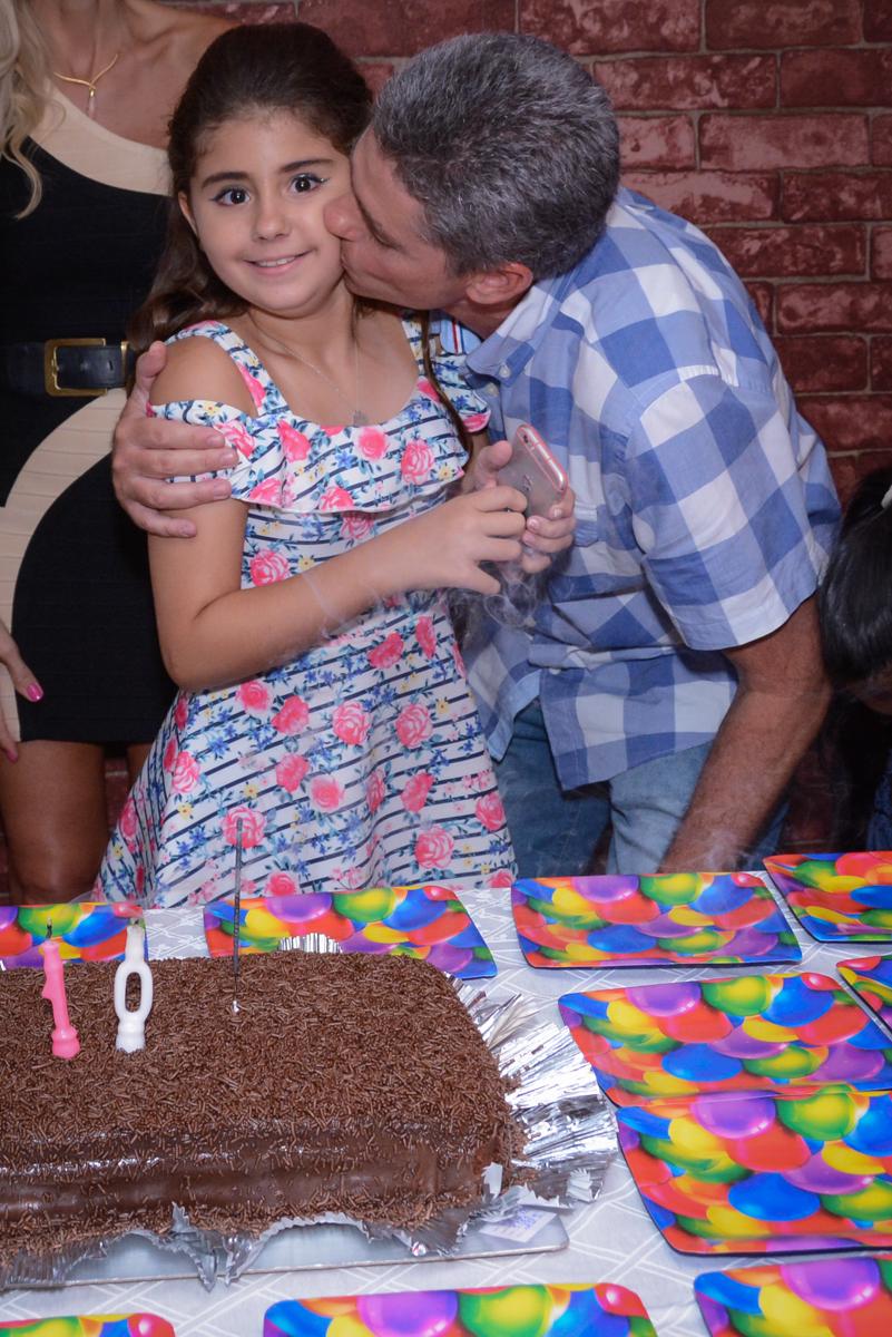 beijo do pai no Escape Home, Alphaville, São Paulo, Luana 10 anos