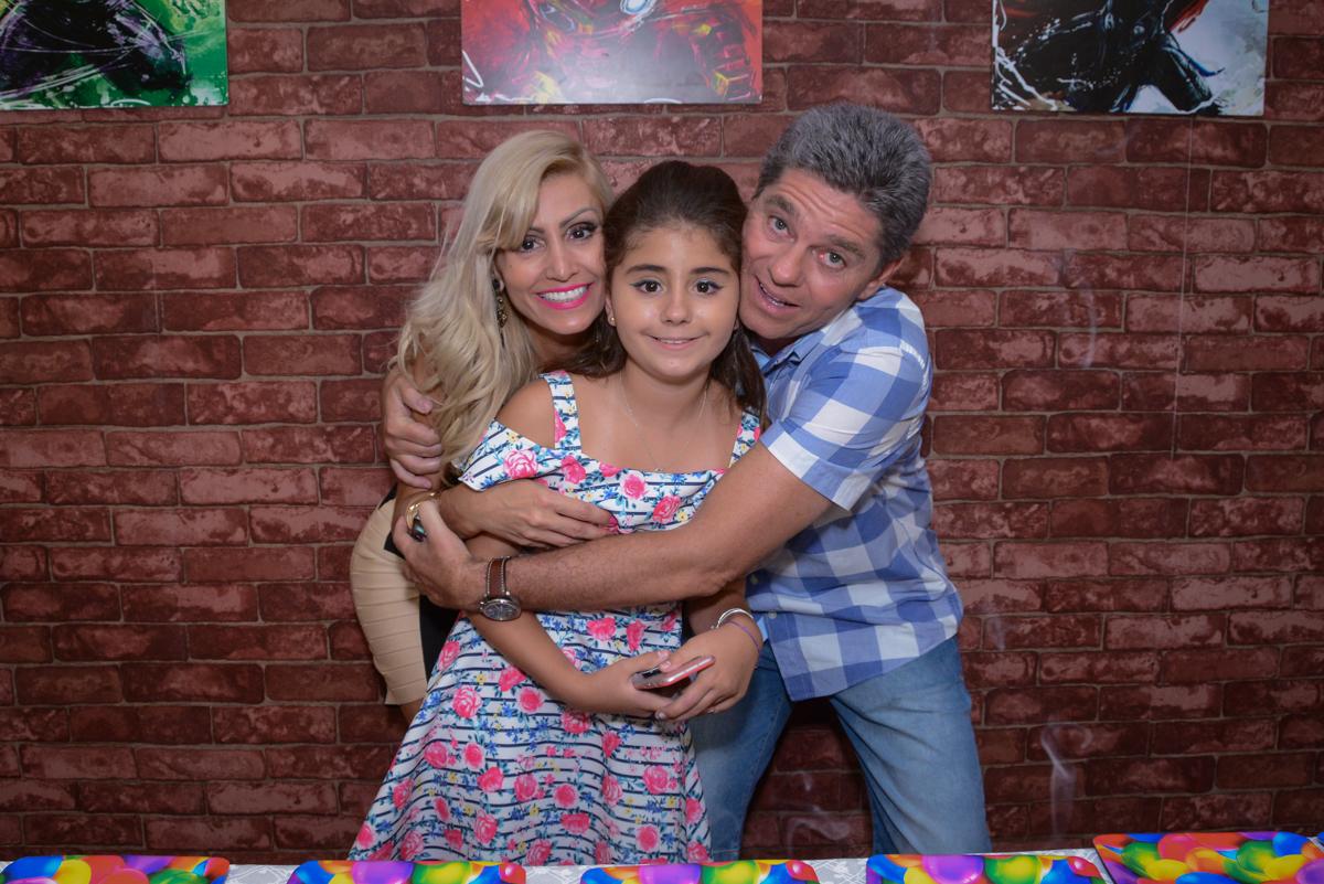 abraço gostoso no Escape Home, Alphaville, São Paulo, Luana 10 anos
