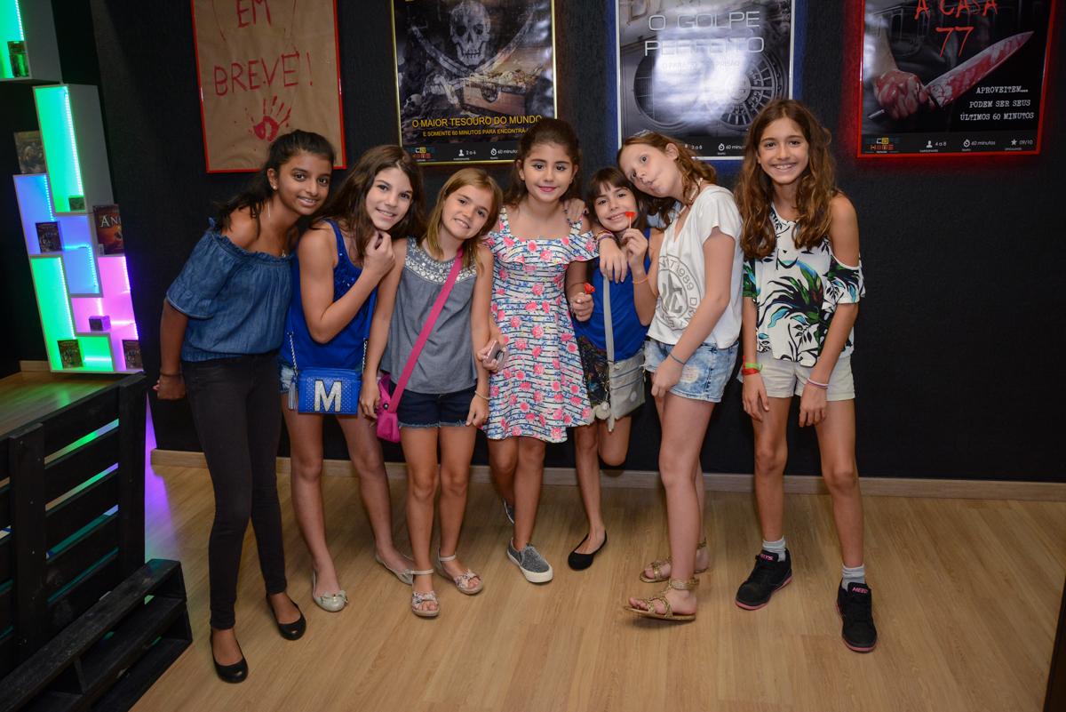 fotografia das amigas no Escape Home, Alphaville, São Paulo, Luana 10 anos