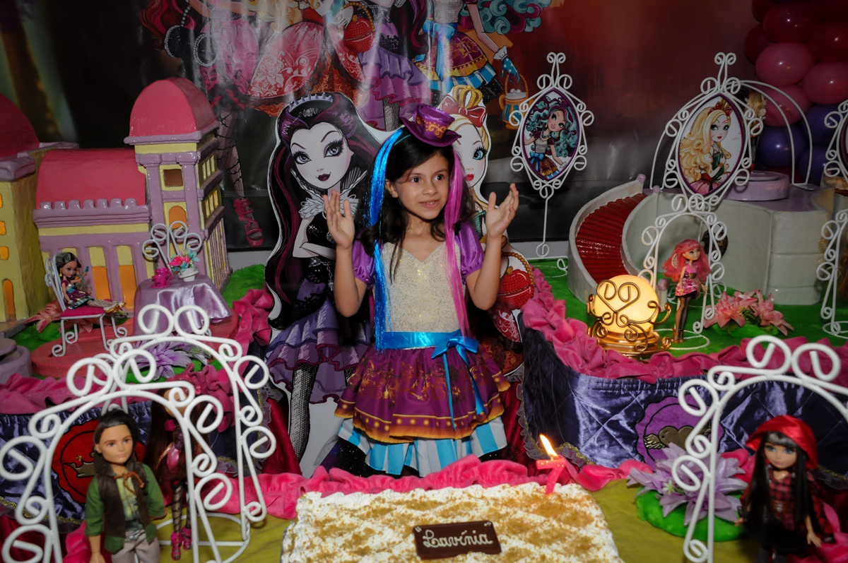 cantando o parabéns no Festa infantil, Buffet Fábrica da Alegria, aniversário de Laínia 7 anos, tema da festa Monster High
