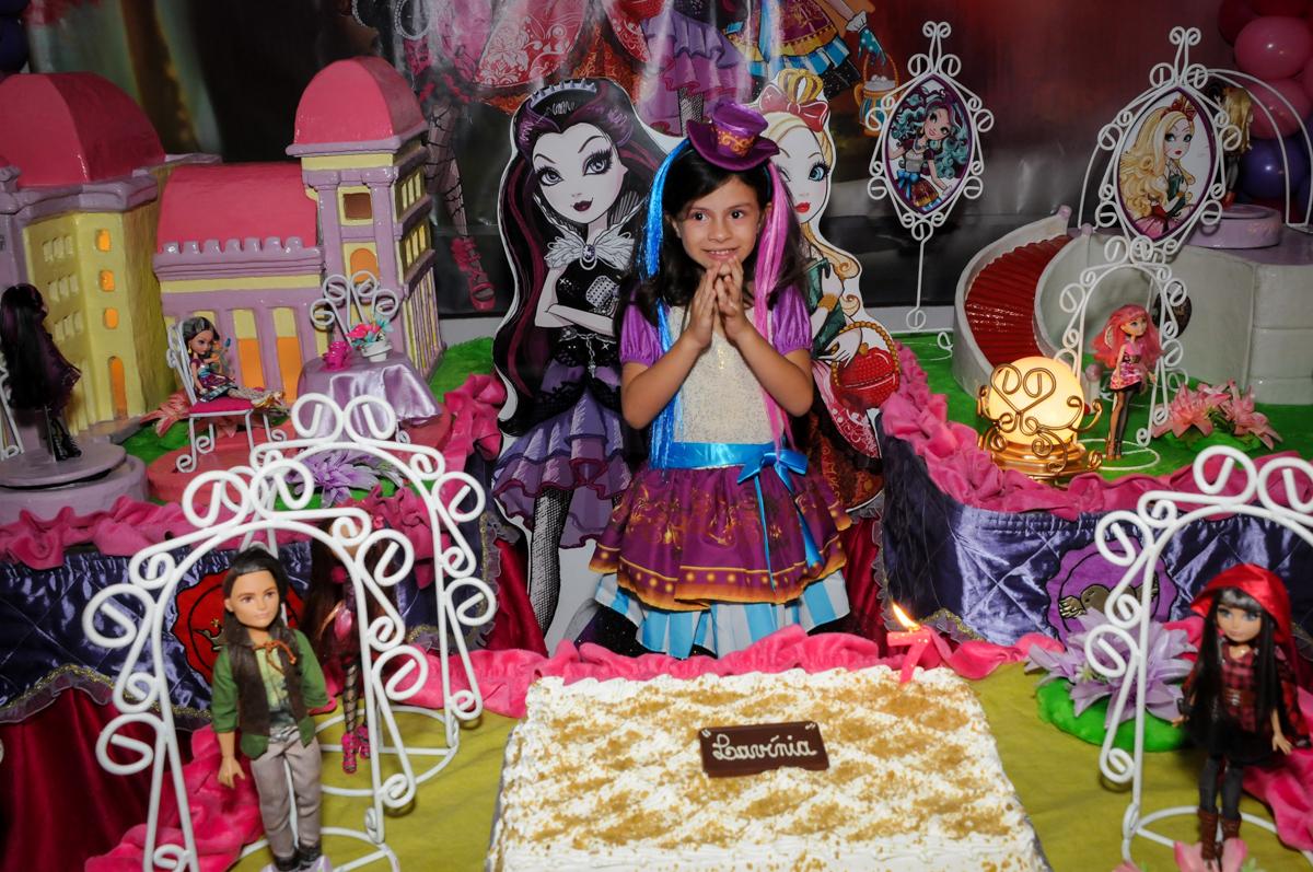 Alegria na hora do parabéns no Festa infantil, Buffet Fábrica da Alegria, aniversário de Laínia 7 anos, tema da festa Monster High