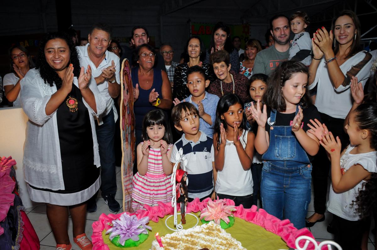 turma reunida no Festa infantil, Buffet Fábrica da Alegria, aniversário de Laínia 7 anos, tema da festa Monster High