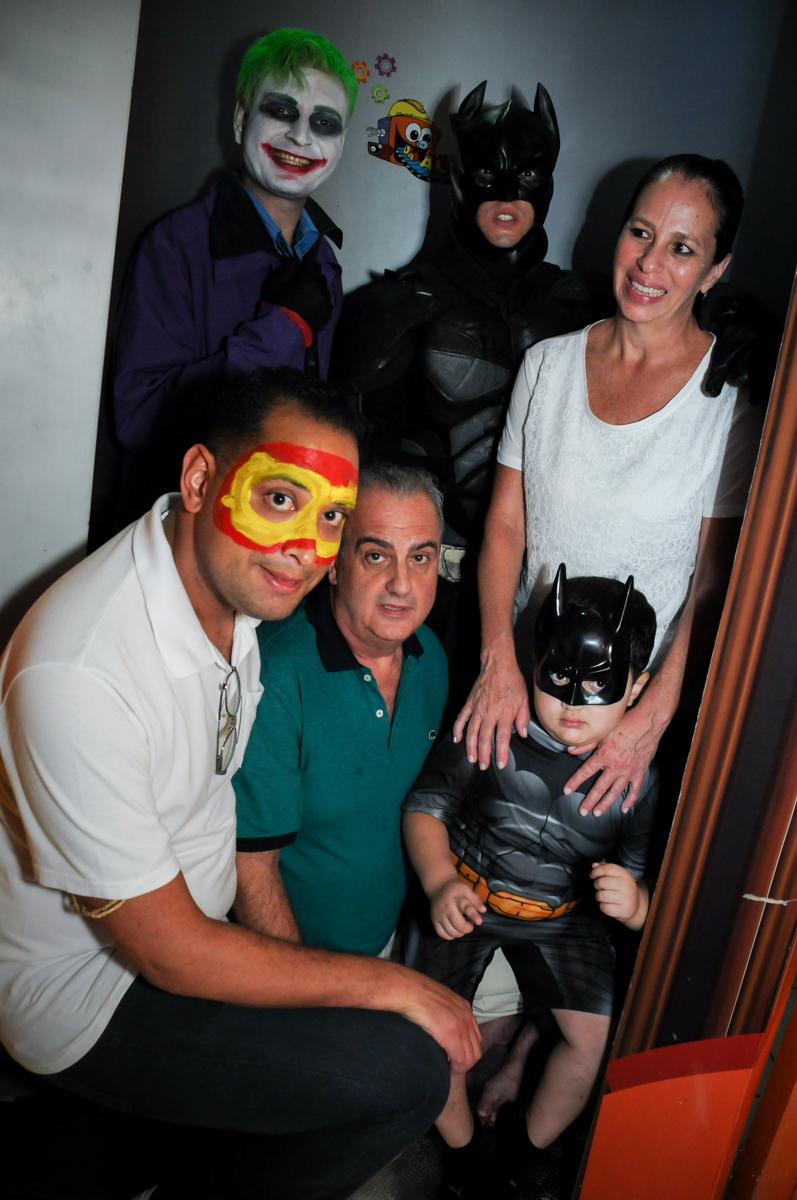 saída da máquina do parabéns no Buffet Fábrica da Alegria, festa Infantil, aniversário de Gregório 5 anos, tema da festa Batman