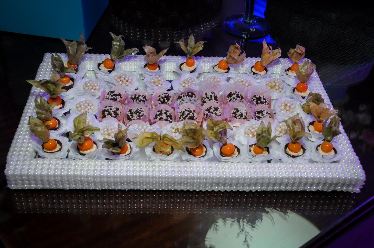 doces finos no Condomínio Alphaville, festa 15 anos Maria Eduard 15 anos