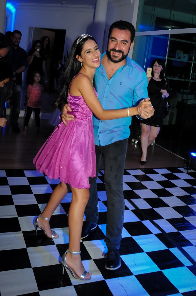 primeira dança co o pai no Condomínio Alphaville, festa 15 anos Maria Eduard 15 anos