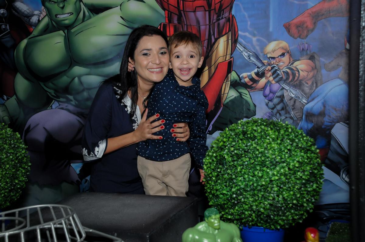 fotografia mãe e filho no Buffet Fábrica da Alegria, Osasco,SP, festa infantil, tema os vingadores, Lucas 5 anos