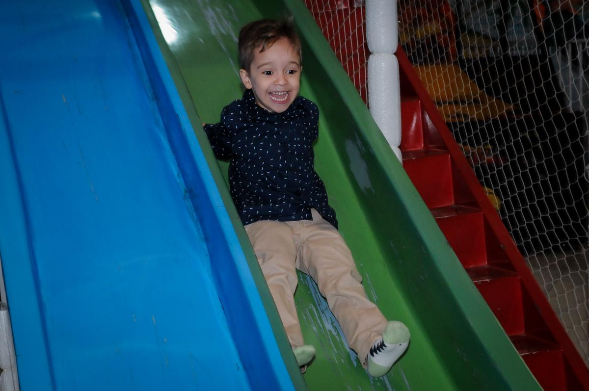escorregador do brinquedão no Buffet Fábrica da Alegria, Osasco,SP, festa infantil, tema os vingadores, Lucas 5 anos