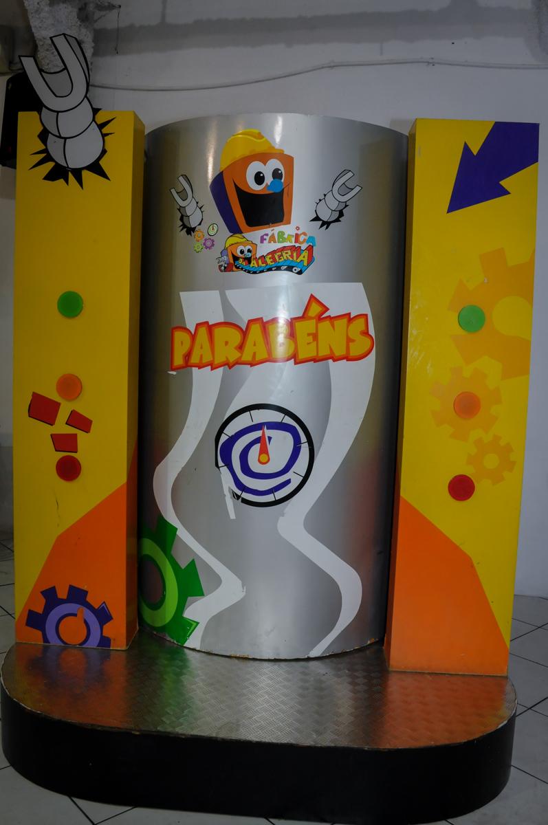 máquina do Parabéns no Buffet Fábrica da Alegria, Osasco,SP, festa infantil, tema os vingadores, Lucas 5 anos
