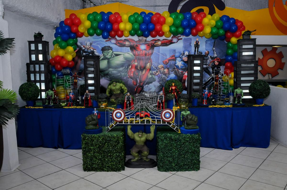 mesa decorada do tema da festa no Buffet Fábrica da Alegria, Osasco,SP, festa infantil, tema os vingadores, Lucas 5 anos