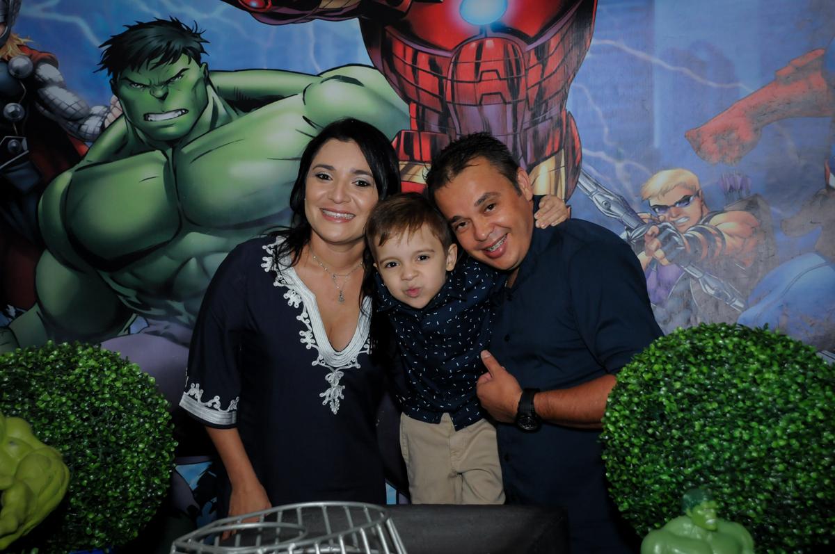 fotografia da família no Buffet Fábrica da Alegria, Osasco,SP, festa infantil, tema os vingadores, Lucas 5 anos