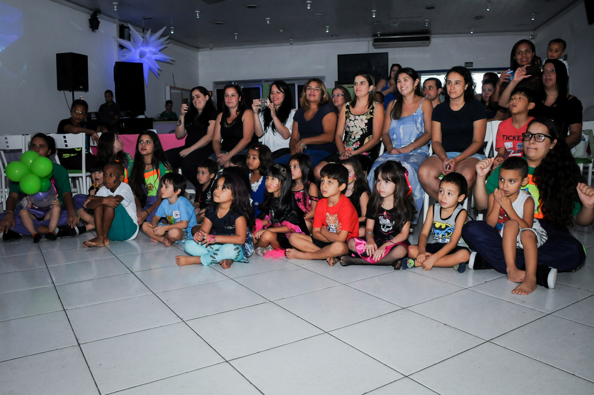 hora do show das monster high na Festa Raquel 5 anos no Buffet Balakatoon, Jabaquara, SP, tema da festa Monster High
