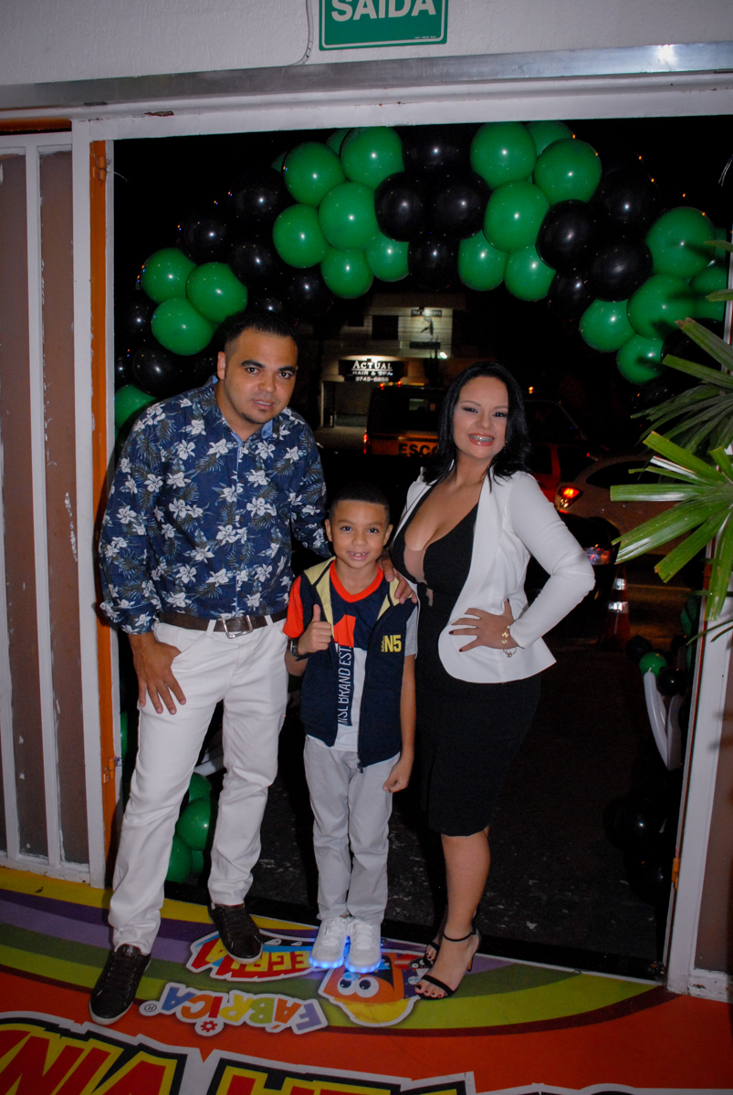 entrada da família para a Aniversário infantil, festa de Guilherme 7 anos tema da mesa minicraft, no Buffet Fábrica da Alegria, Morumbi,SP