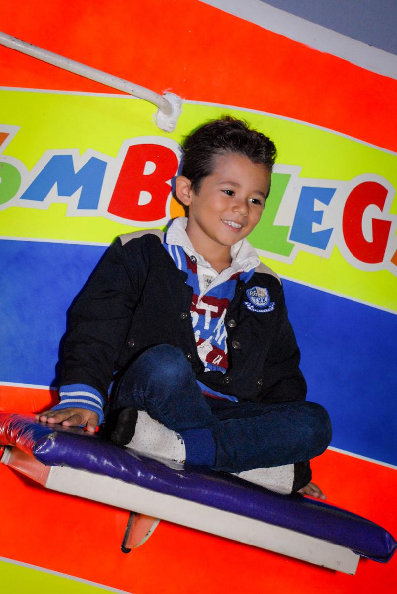 Hora do tombo legal na Aniversário infantil, festa de Guilherme 7 anos tema da mesa minicraft, no Buffet Fábrica da Alegria, Morumbi,SP