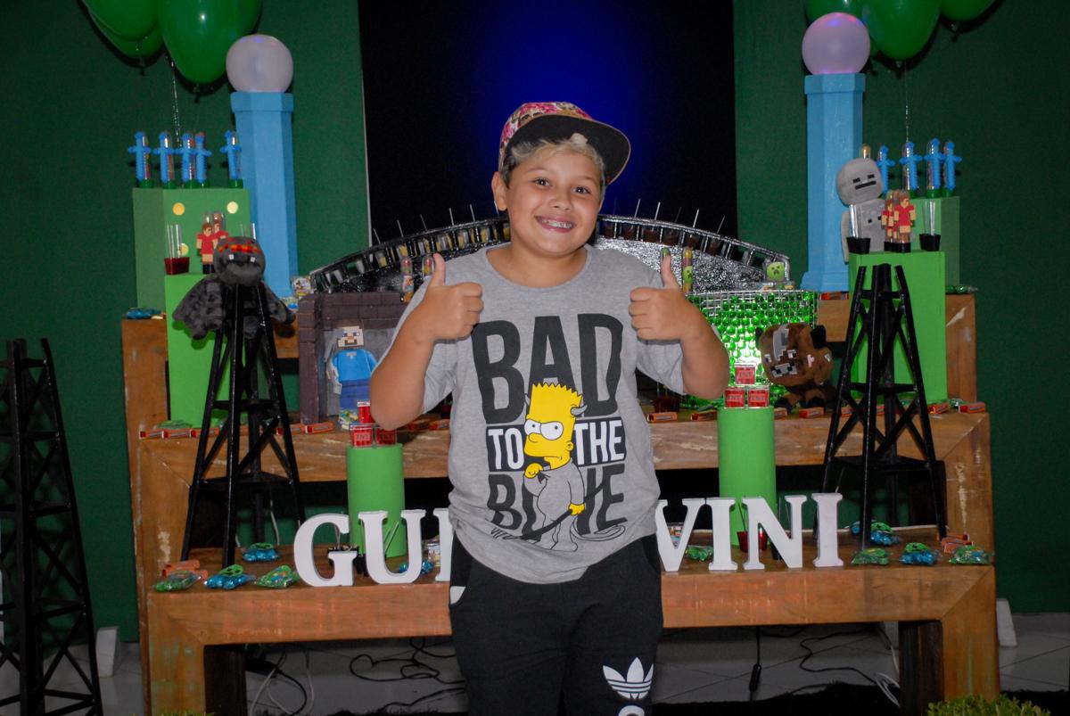 sessão de fotos continua na Festa infantil, festa de Vinícius 10 anos tema da mesa minicraft, no Buffet Fábrica da Alegria, Morumbi,SP