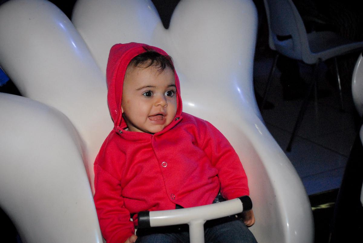 brincando no carrossel na Festa infantil, festa de Vinícius 10 anos tema da mesa minicraft, no Buffet Fábrica da Alegria, Morumbi,SP
