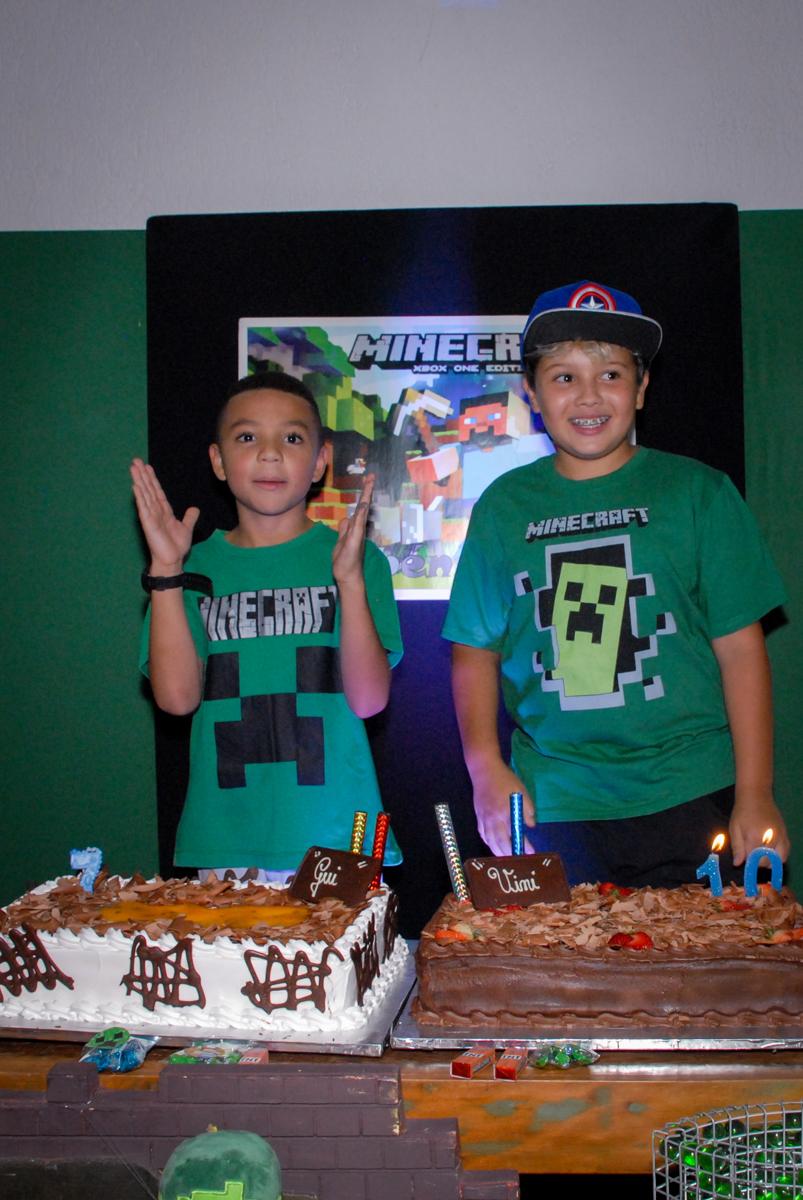 Parabéns animado na Festa infantil, festa de Vinícius 10 anos tema da mesa minicraft, no Buffet Fábrica da Alegria, Morumbi,SP