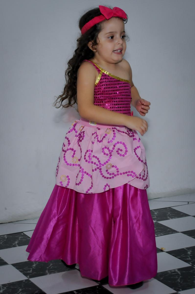 hora da balada no Buffet Gato Sapeca, Osasco, SP, festa de aniversário, Inês 5 anos, tema da festa princesas.